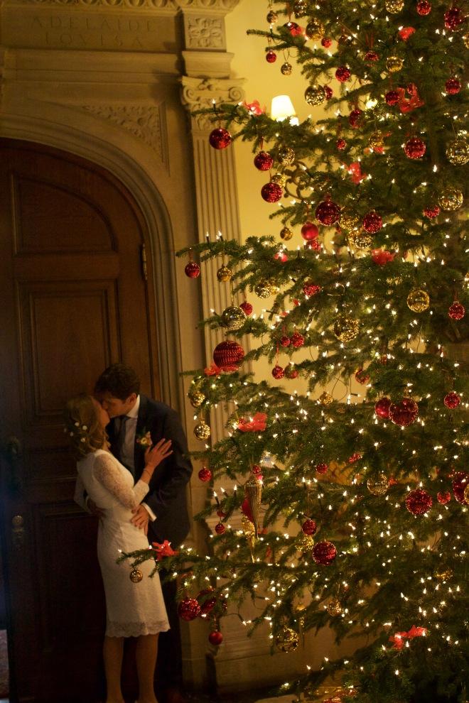 katharina-und-karsten-am-weihnachtsbaum